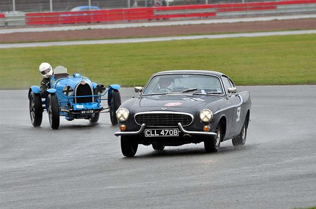 Variety Mark BUTTERWORTH 1964 VOLVO P1800S racing against a 1927 BUGATTI T35B which won its class and finished 6th overall driven by Martin OVERINGTON.jpg