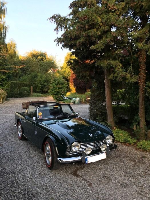 Triumph TR4 complètement restaurée pour le plaisir rouler Triumph