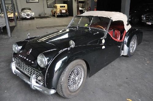 a louer te huur triumph tr3 triumph tr3 voitures vendre classic car passion. Black Bedroom Furniture Sets. Home Design Ideas